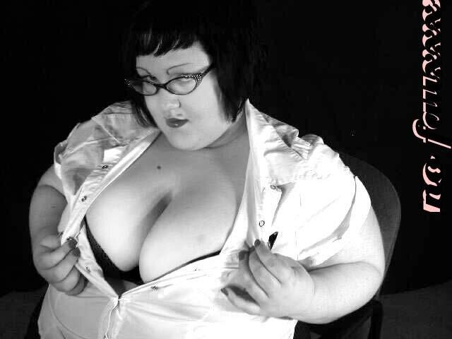 Peppermint Fatty Plays Secretary